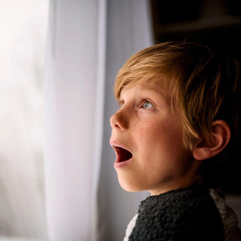 Tommy, le petit garçon de 7 ans «allergique à l'hiver»