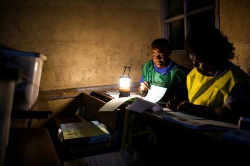 Elections au Mozambique: dépouillement sous tension, craintes de fraude