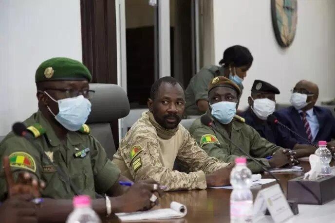 Mali: un président de la transition, pour quoi faire?