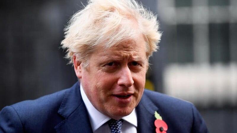 Boris Johnson de nouveau rattrapé par la pandémie de Covid-19