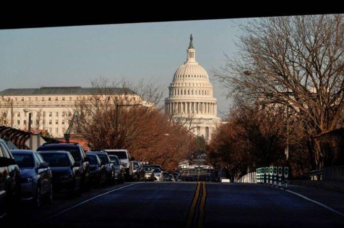 Le Congrès approuve le budget militaire malgré une menace de veto de Trump