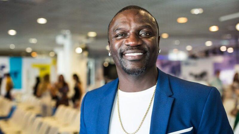 En séjour au Sénégal, Akon pose un acte fort au daara de son père