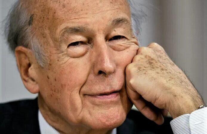 """Valéry Giscard d'Estaing est décédé """"des suites de la Covid"""" selon sa famille"""