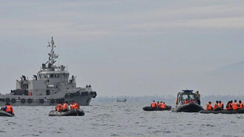 Accident d'avion en Indonésie : les deux boîtes noires ont été localisées