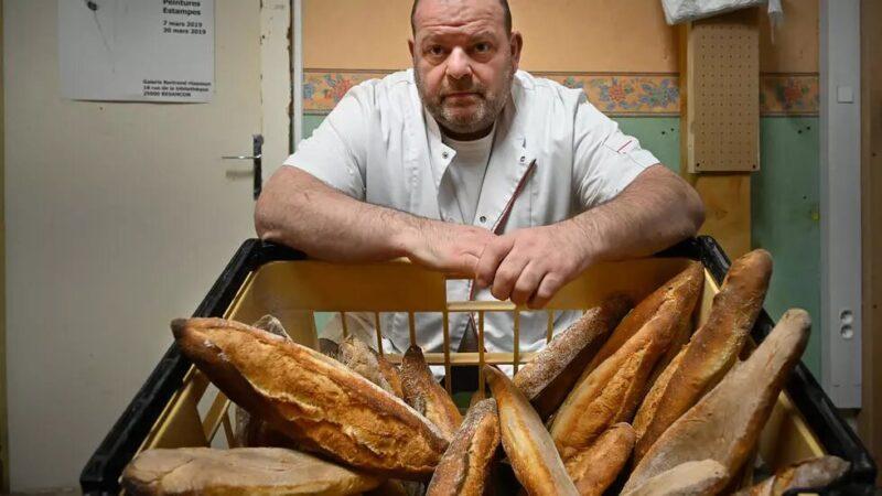 France: le boulanger en grève de la faim hospitalisé aux urgences