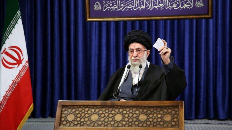 Covid-19 : L'Iran interdit les vaccins américains et britanniques