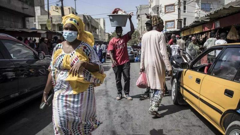 Covid-19: le Sénégal parie sur l'initiative Covax de l'OMS tout en négociant avec la Chine