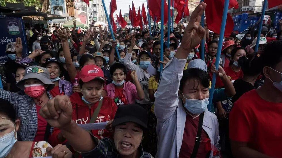 En Birmanie, manifestations et appels à la grève pour dénoncer le coup d'État