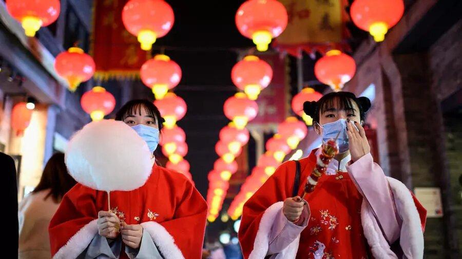 La Chine fête son Nouvel an espérant que l'année du bœuf écarte le Covid-19
