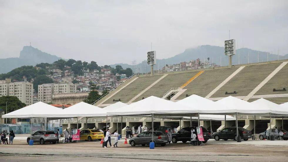 Covid-19: les Brésiliens privés de carnaval de Rio pour la première fois