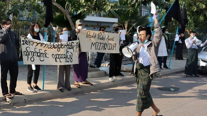 Birmanie : L'accès à Facebook bloqué, les appels à résister continuent à se propager