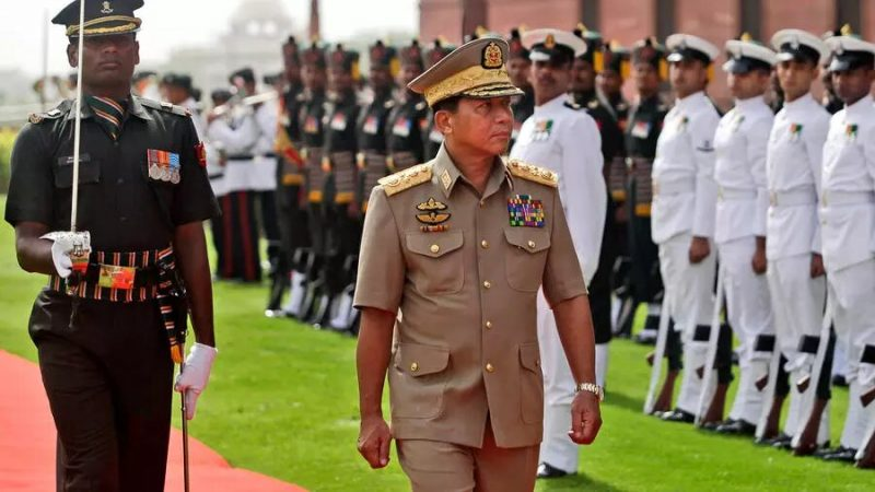 Coup d'État en Birmanie: l'armée cède à ses vieux démons