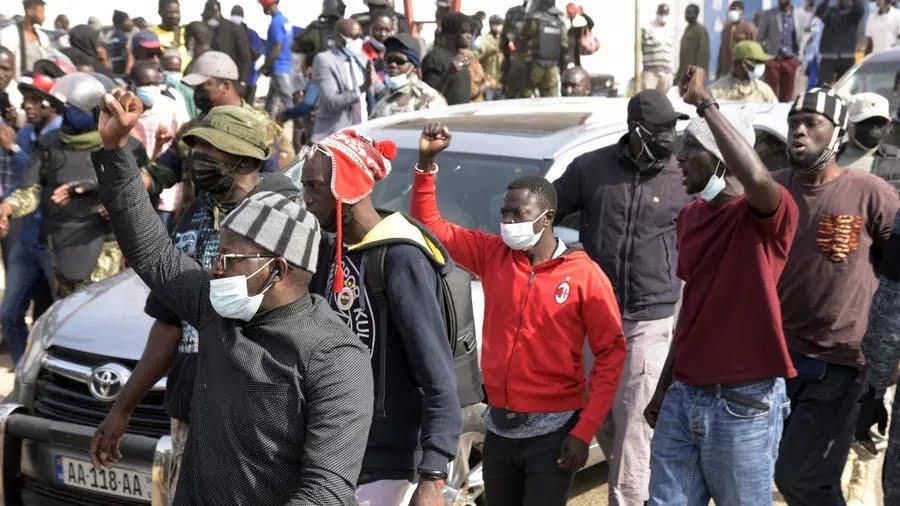 Deux télévisions suspendues au Sénégal après avoir diffusé des images de troubles à Dakar