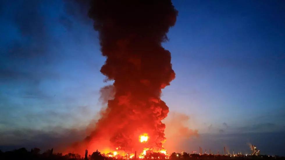Indonésie: un vaste incendie ravage une raffinerie de pétrole