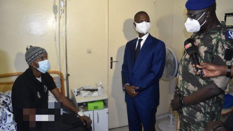 Félix Diome rend visite aux blessés, Facebook sans pitié avec lui