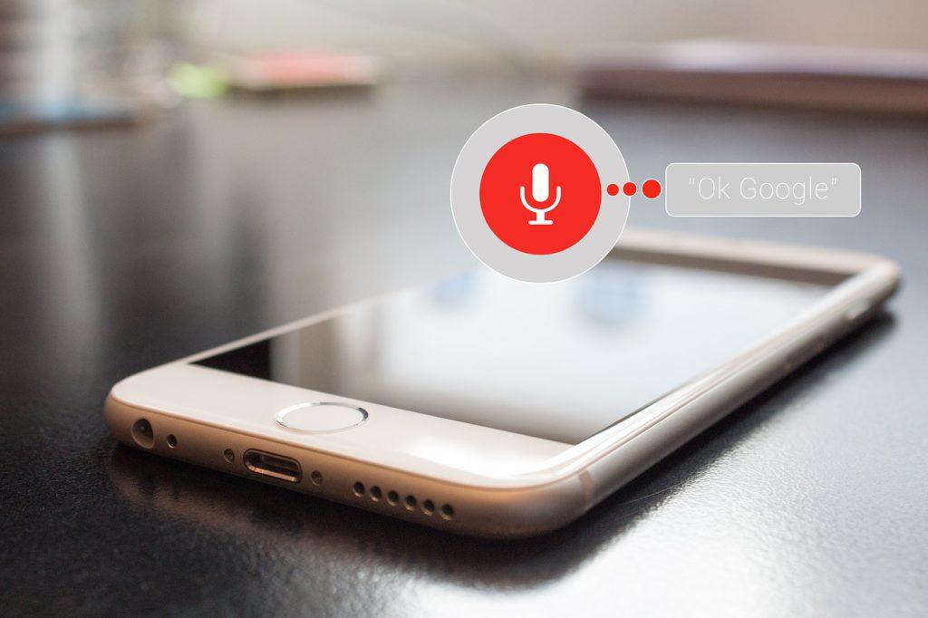 Siri, Google… Les assistants vocaux de nos téléphones nous espionnent-ils ?