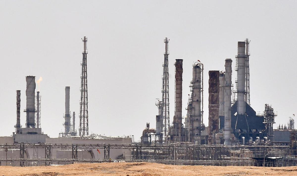Le tir d'un projectile incendie un terminal pétrolier saoudien