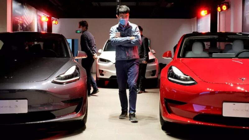 Bras de fer entre Pékin et Elon Musk sur la voiture électrique Tesla
