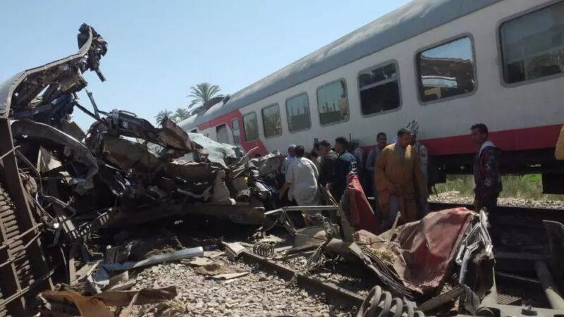 Égypte: collision mortelle entre deux trains, Sissi promet une sanction