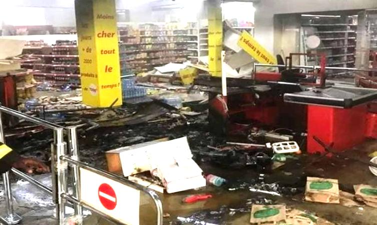 Auchan réagit aux pillages de ses magasins : «Nous sommes tristes» !