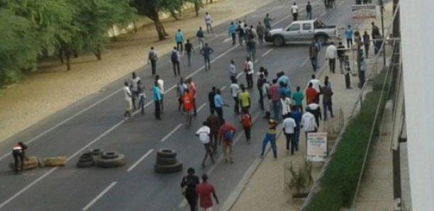 Nuit de tensions à l'UGB : Les étudiants passent à l'acte et bloquent la route nationale