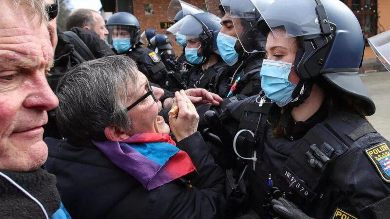 Covid-19 : plusieurs manifestations anti-confinement en Europe avec des heurts