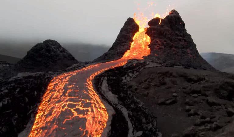 Un drone réalise d'incroyables images d'un volcan en éruption, découvrez les en vidéo