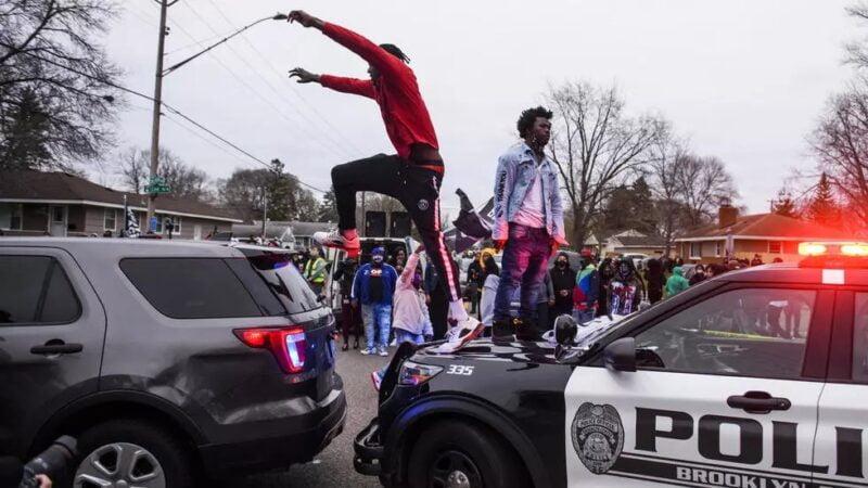États-Unis: Minneapolis s'embrase à nouveau après la mort d'un jeune Noir tué par la police