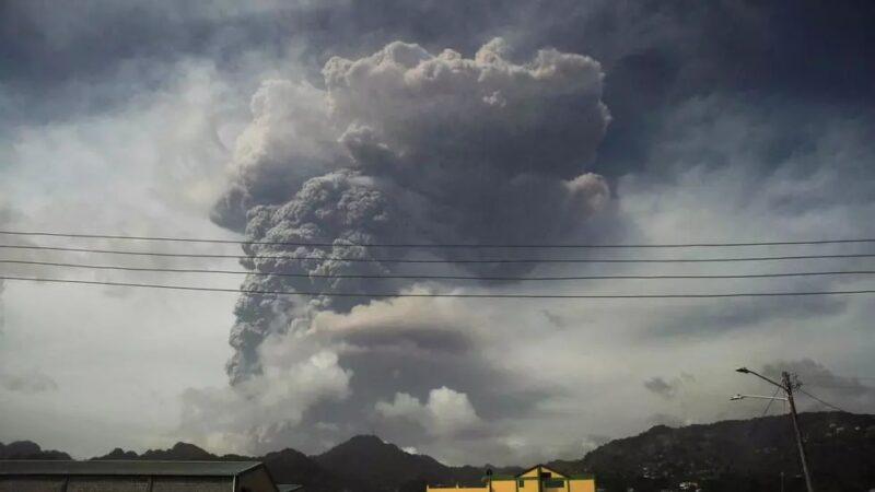 Éruption du volcan La Soufrière: l'île Saint-Vincent privée d'électricité