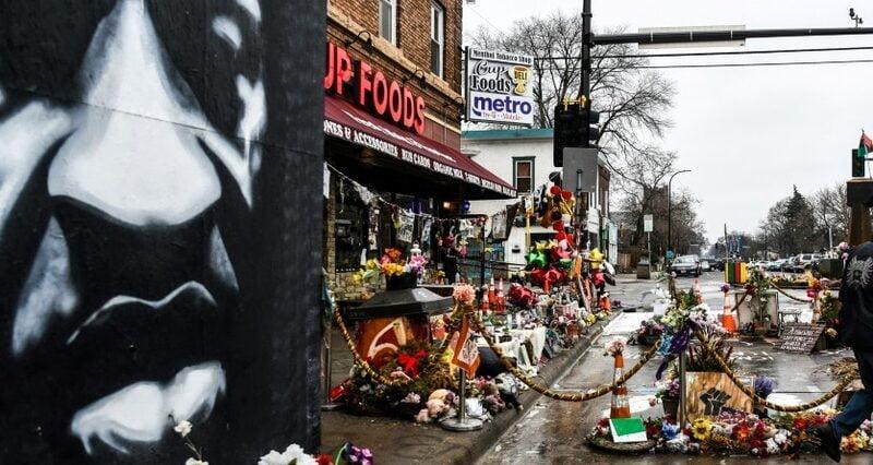 La mort de George Floyd due «à un faible niveau d'oxygène», affirme un expert