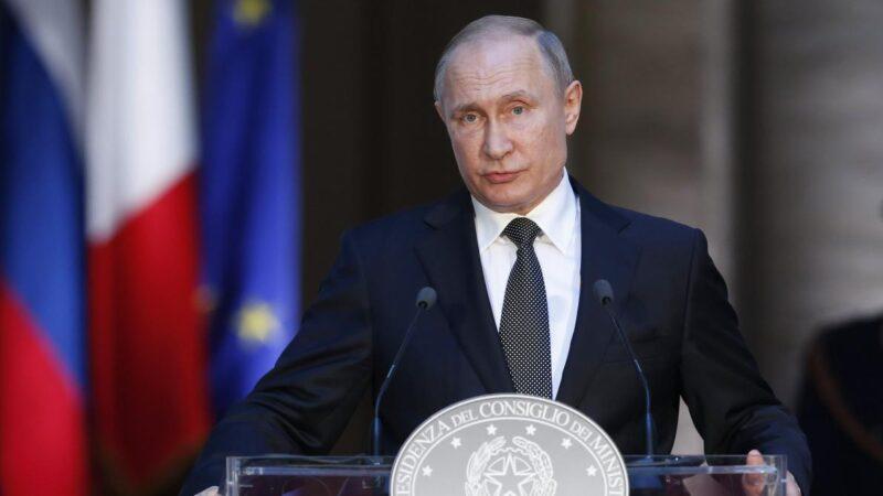 Russie: Vladimir Poutine signe la loi l'autorisant à faire deux mandats de plus