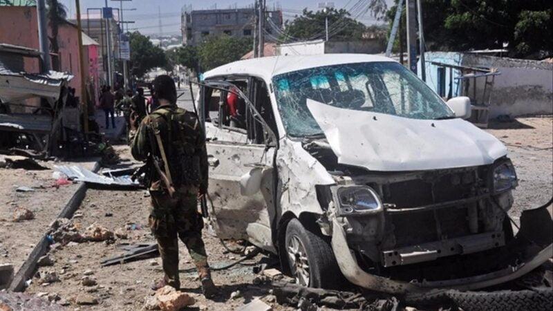 Somalie: un minibus roule sur un engin explosif, 14 morts