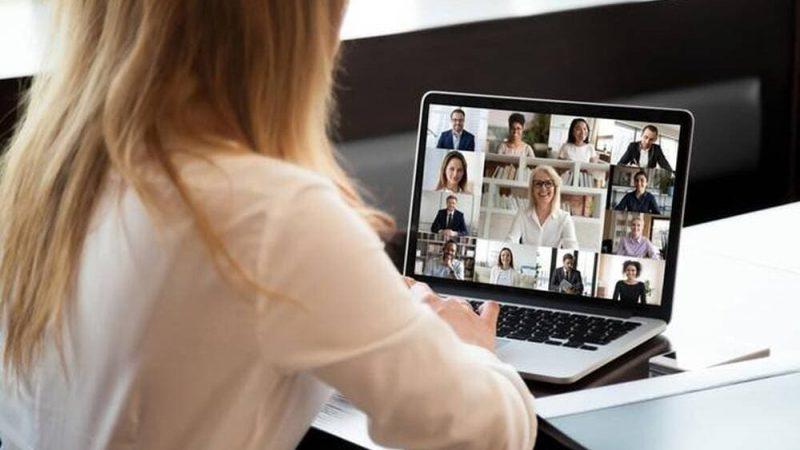Pourquoi vous devriez cacher vos épaules lors des réunions de télétravail en visio