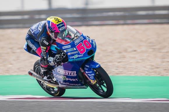 Jason Dupasquier, le pilote suisse de 19 ans de Moto3, est mort ce dimanche après sa chute la veille lors des qualifs du Grand Prix d'Italie.