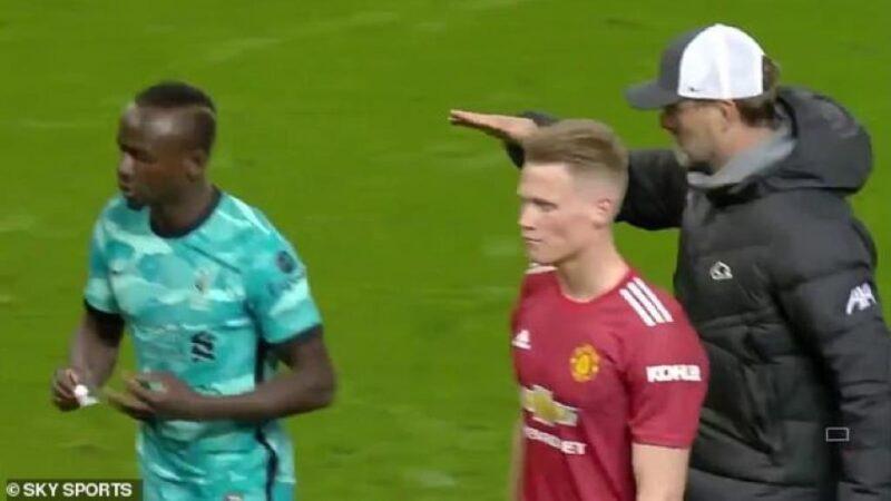 Mécontent d'être remplaçant, Sadio Mané a refusé de serrer la main de Klopp à la fin de Man United-Liverpool