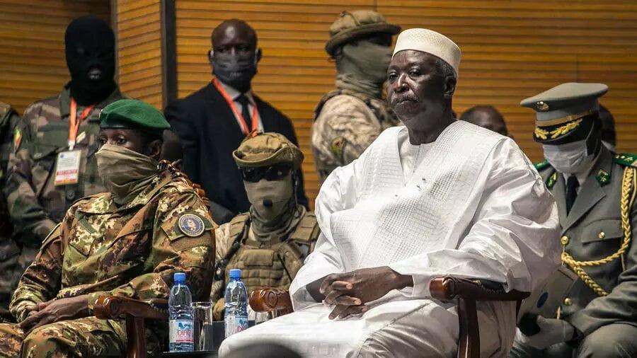 Démissions de Bah N'Daw et Moctar Ouane: le Mali sous la menace de sanctions