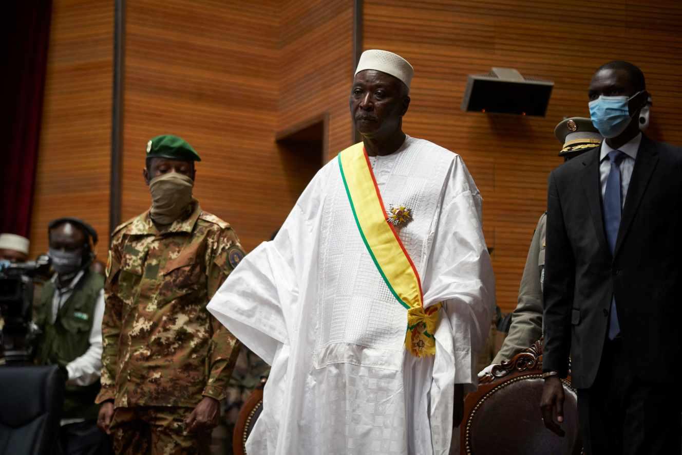Mali : le président et le premier ministre de transition ont démissionné