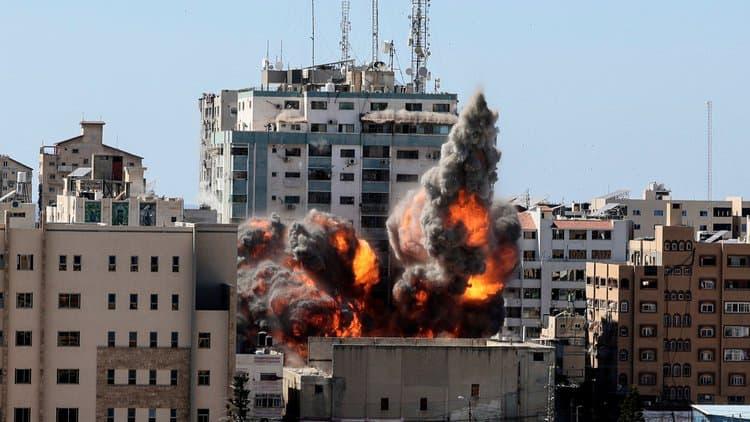 Urgent : l'armée israélienne bombarde l'immeuble des médias AL-JAZEERA et ASSOCIATED PRESS à GAZA