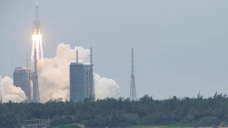 Espace: une partie de la fusée chinoise se désintègre au-dessus de l'océan Indien
