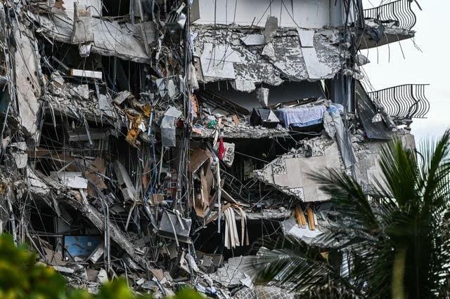 Les images impressionnantes de l'immeuble qui s'est effondré près de Miami Beach en Floride