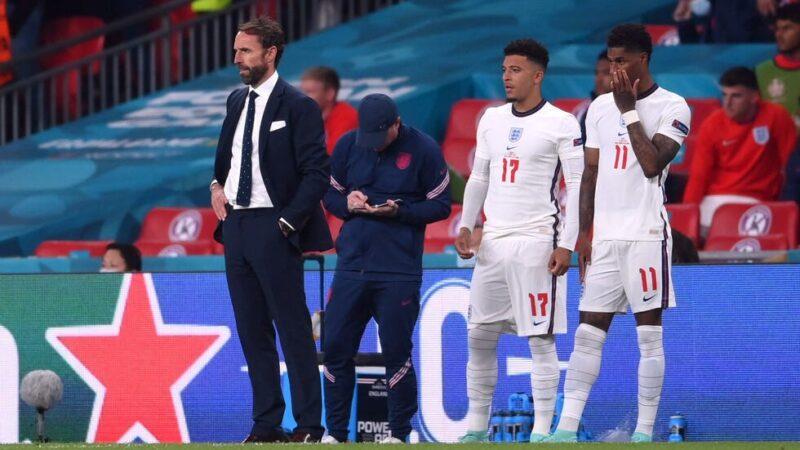 Euro: Boris Johnson dénonce les «insultes racistes» contre trois joueurs anglais