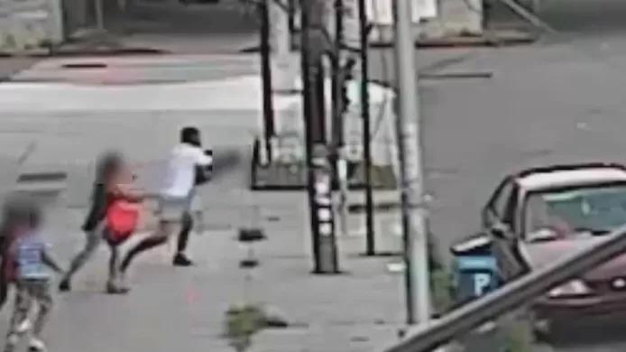 (Vidéo) Tentative d'enlèvement en plein jour à New York, une mère sauve son fils in extremis