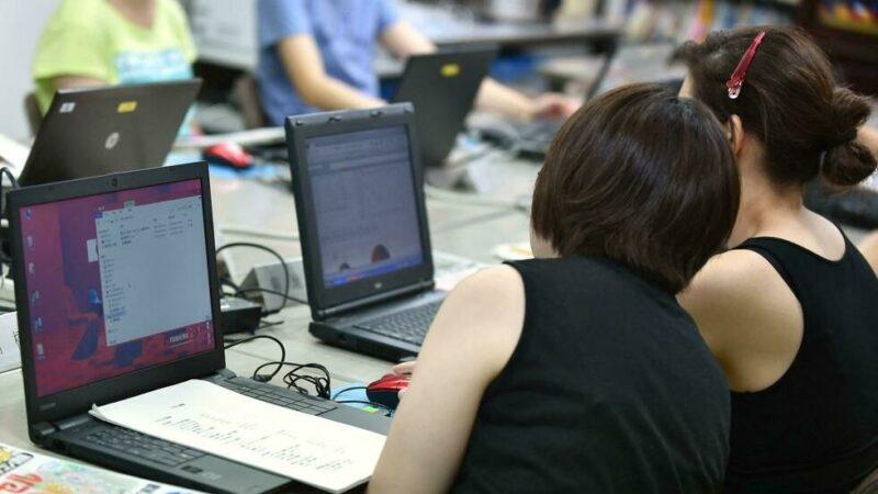 Informatique: derrière les écrans, des femmes encore peu formées